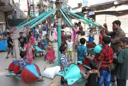 バングラデッシュの手作り移動遊園地
