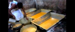 驚愕! インドの不思議スイーツ、ソーンパプディの作り方が凄い!!