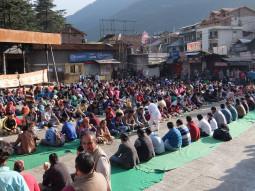 インドの街が巨大食事会場に! 16800人がタダで食事を食べるドゥルガー祭【ティラキタ駱駝通信 10月6日号】
