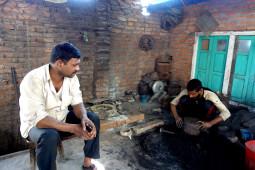 シンギングボウルってこうやって作るんだ! ネパールでシンギングボウルの工房を尋ねる