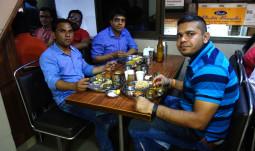 ムンバイの市場で一番美味しいレストラン-Baghat Tarachand- 【ティラキタ駱駝通信 4月21日号】