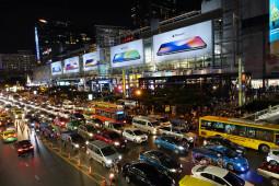 バンコクでは品薄のiPhoneXが押し売り状態!! 更にディスカウントまでしてくれるよ!!