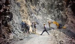 こんなの道じゃない! インドとネパールの最高に怖い道路特集