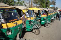 もうボラれない! インドが初めての人でも適正価格でオートリクシャに乗る方法。
