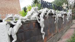 インドネシアで変な建築を見つけたよ!!