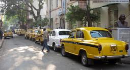 インドの国民車アンバサダーの危機!!