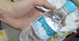 インドって本当になんでもあり! 聖なる水まで売り物に…
