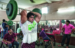男性の多くがボディーガード – インドの不思議なマッチョ村