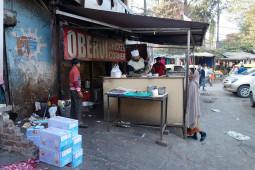 窯焼きの香ばしさと、バターの旨みの必然的な出会い インドの激ウマ料理バターチキン
