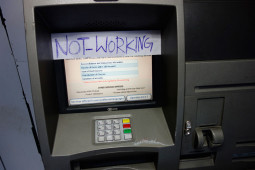 ATMを使っている最中に、突然停電になったときはどうするの?
