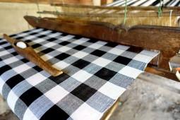 ヨダレが出るほど素敵な布の国ラオスで、仕入れのことを考える
