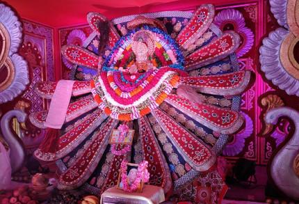 突然始まる儀式はジャイアンリサイタル 熱狂的な宗教国家インド