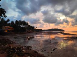 辺鄙な漁村に変化する、シーズンオフのゴア