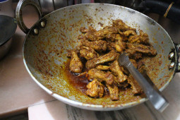 インド人の家庭には必ずある、インドの鍋カダイ(Kadai)の魅力とは[インドモノ辞典]
