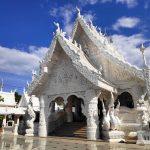 金の寺と白の寺。 タイ北部の秘境 ナーン県で珍寺を訪問する